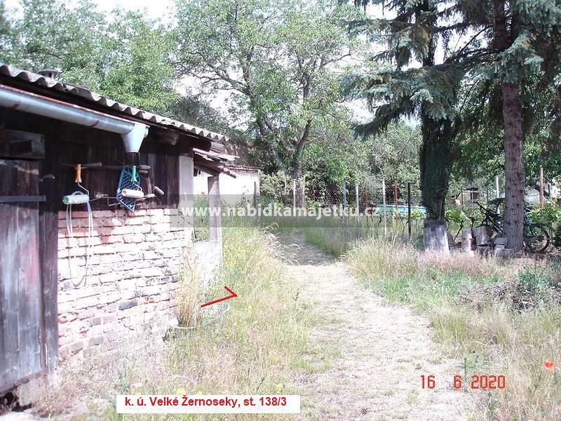 Velké Žernoseky, pozemek st. 138/3 o výměře 7 m2,