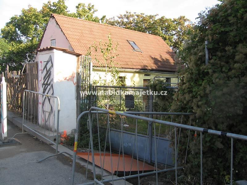 Pozemek parc.č. 1758 s budovou bez č.p./č.e vše k.