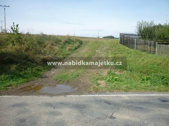 Mlékovice u Neveklova, pozemky parc. č. 2110/3 a 2